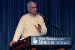 Robert-speaks-at-the-Simon-Wiesental-Ctr